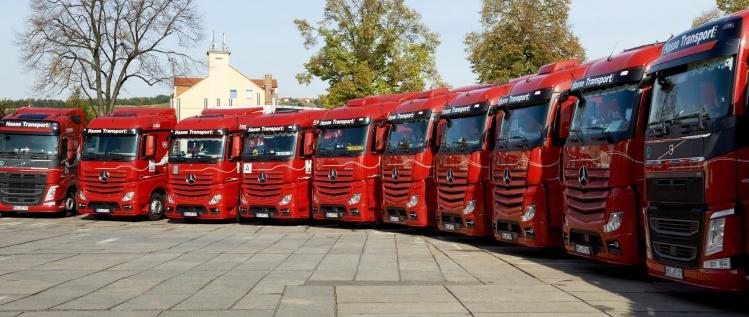 Tausende PS für Sie im Einsatz, mit unseren LKW und Arbeitsmaschinen